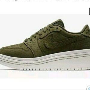Nike Wmns Air Jordan 1 Retro Low Liftd
